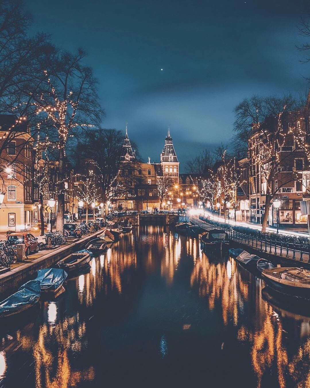 12 Christmas Themed Photo Ideas For Your Instagram Filtercrave Amsterdam Travel Wonderful Places Travel