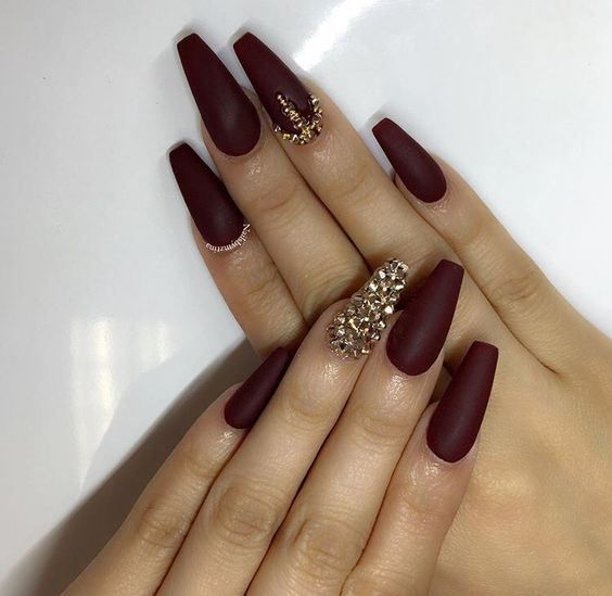 The Newest Acrylic Nail Designs Ideas Are So Perfect For Fall Hope They Can Inspire You And Read The Arti Burgundy Matte Nails Maroon Nails Matte Nails Design