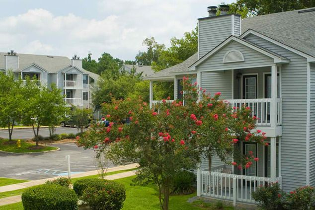 Enjoy The Beauty Of Tallahassee Fl At Azalea Place Apartments Tallahassee Apartments Tallahassee Apartment Places