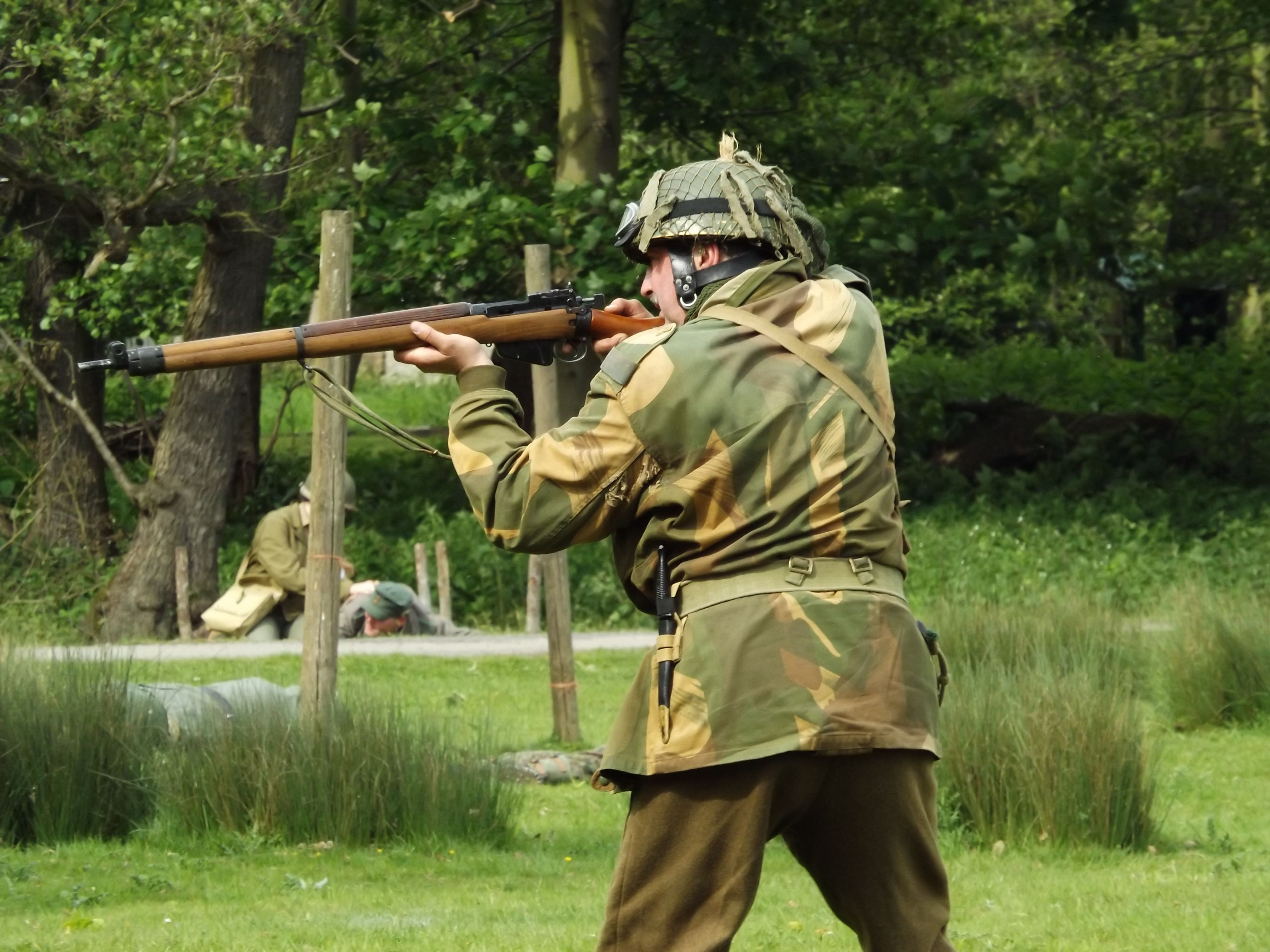 Day reenactment ww ii pictures pinterest - British Airborne With His No 4 Lee Enfield 303 Bolt Action Rifle