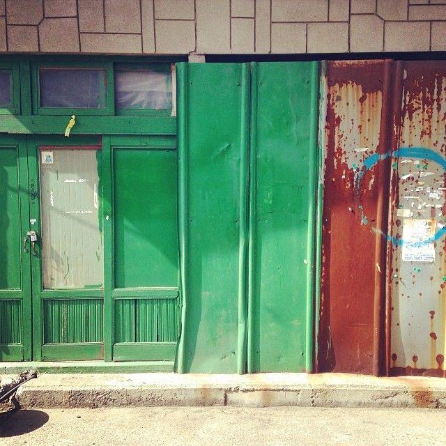seo_lukhyun / #부산 #골목 #양철 #녹 #초록문 #길 / 부산 연제 연산 / #골목 #담벼락 #문 / 2014 01 04 /