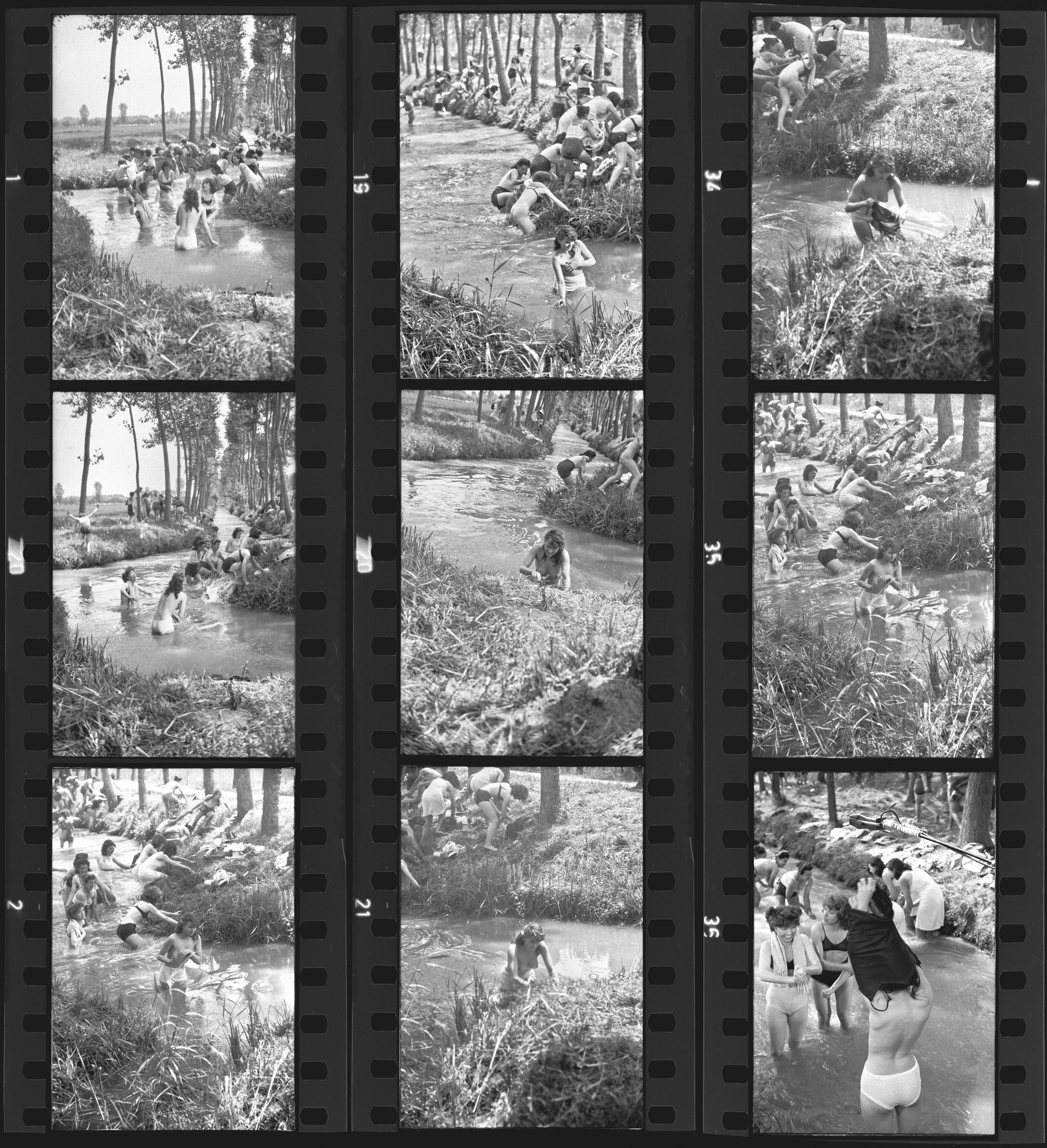 Riso amaro di Giuseppe De Santis, Italia, 1949. Scene, poi tagliate, in cui Silvana Mangano (Silvana) e le altre mondine fanno il bagno seminude. Serie di fotogrammi. Foto di ©Elirio Invernizzi, 1948 Coll. Museo Nazionale del Cinema