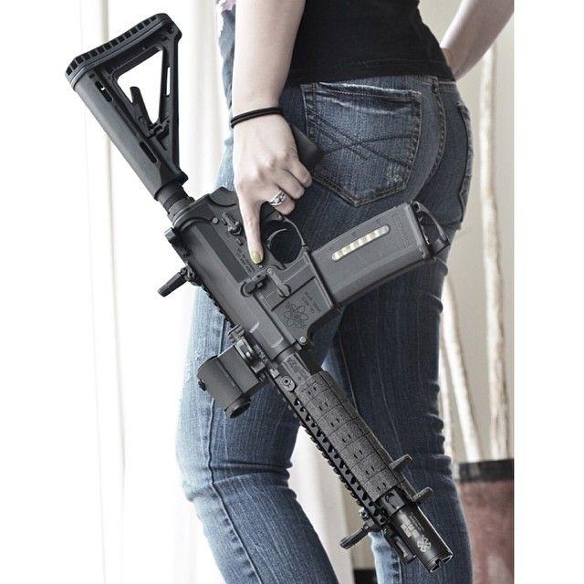 Atomic Tactical Covergirl Jackie sporting an @atomictactical Custom Shop Vltor/ BCM/ Noveske Upper Reciever.