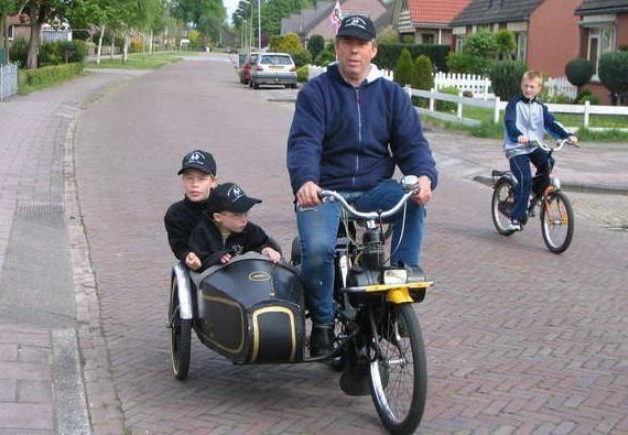 eine velosolex mit beiwagen interessant motorcycles. Black Bedroom Furniture Sets. Home Design Ideas