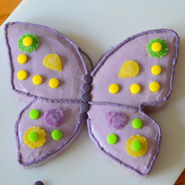 kuchen-kindergeburtstag-schmetterling-torte-selber-machen - dekoration küche selber machen