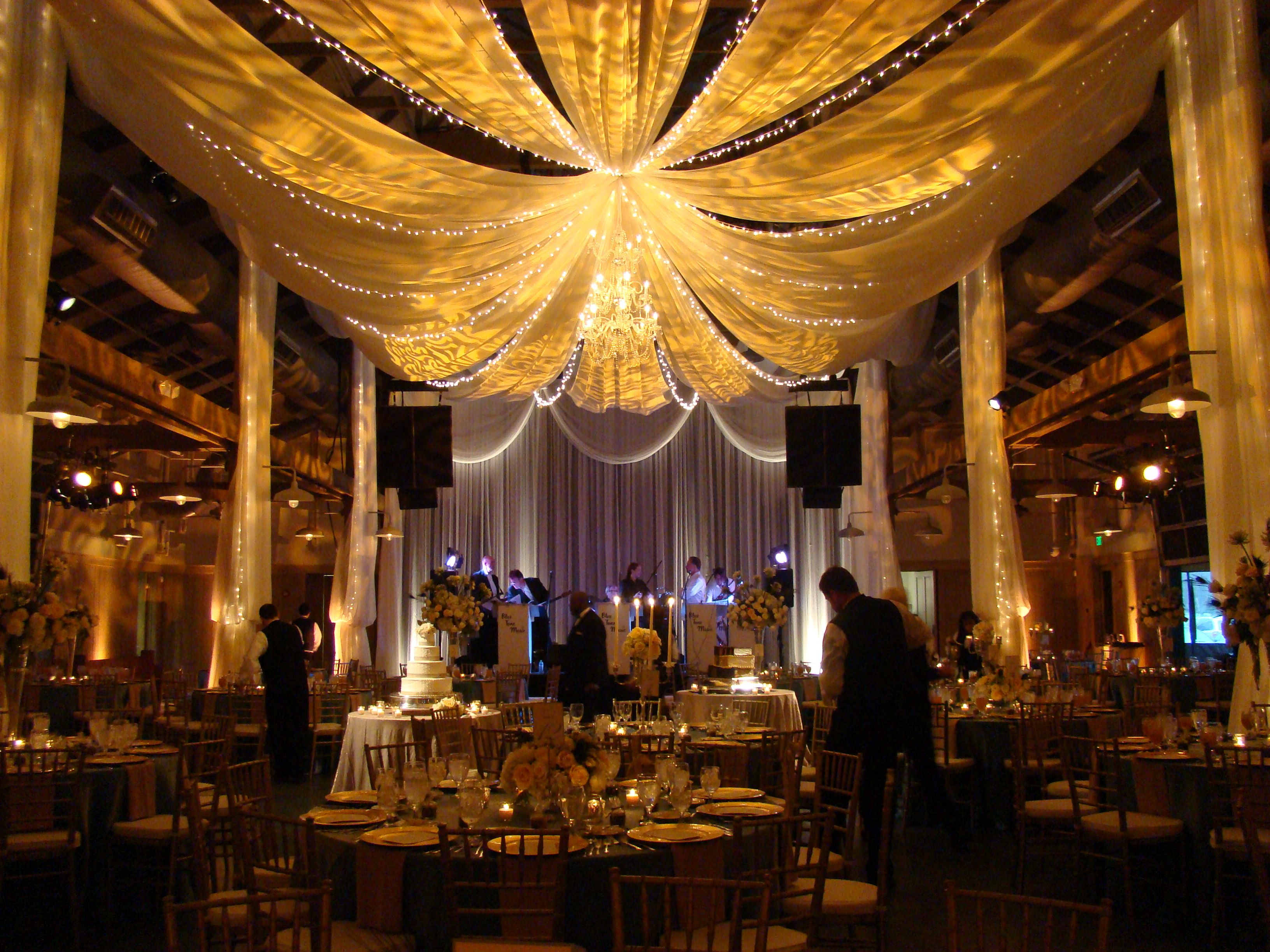 Gorgeous Ceiling D In Loveless Barn By Events Plus Nashville Wedding Lighting Rusticelegance Barnreception