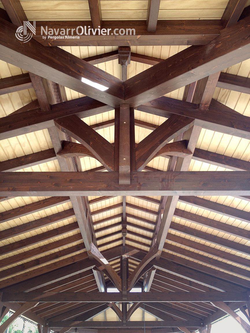 estructura de madera construida en vigas de madera