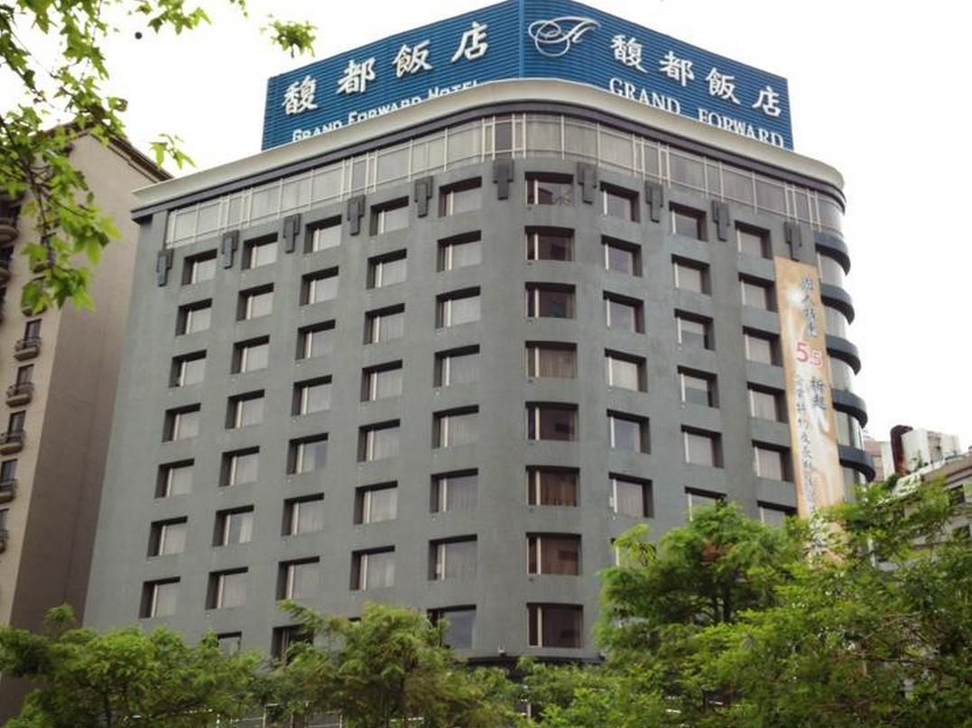 Taipei Grand Forward Hotel Taiwan, Asia Located in Banqiao District, Grand Forward Hotel is a perfect starting point from which to explore Taipei. The hotel has everything you need for a comfortable stay. To be found at the hotel are free Wi-Fi in all rooms, photocopying, 24-hour front desk, 24-hour room service, Wi-Fi in public areas. Designed for comfort, selected guestrooms offer cleaning products, closet, complimentary tea, towels, clothes rack to ensure a restful night. E...