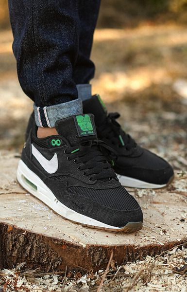 Patta x Nike Air Max 1. Nice Materials used on these. #sneakers #trendingfn