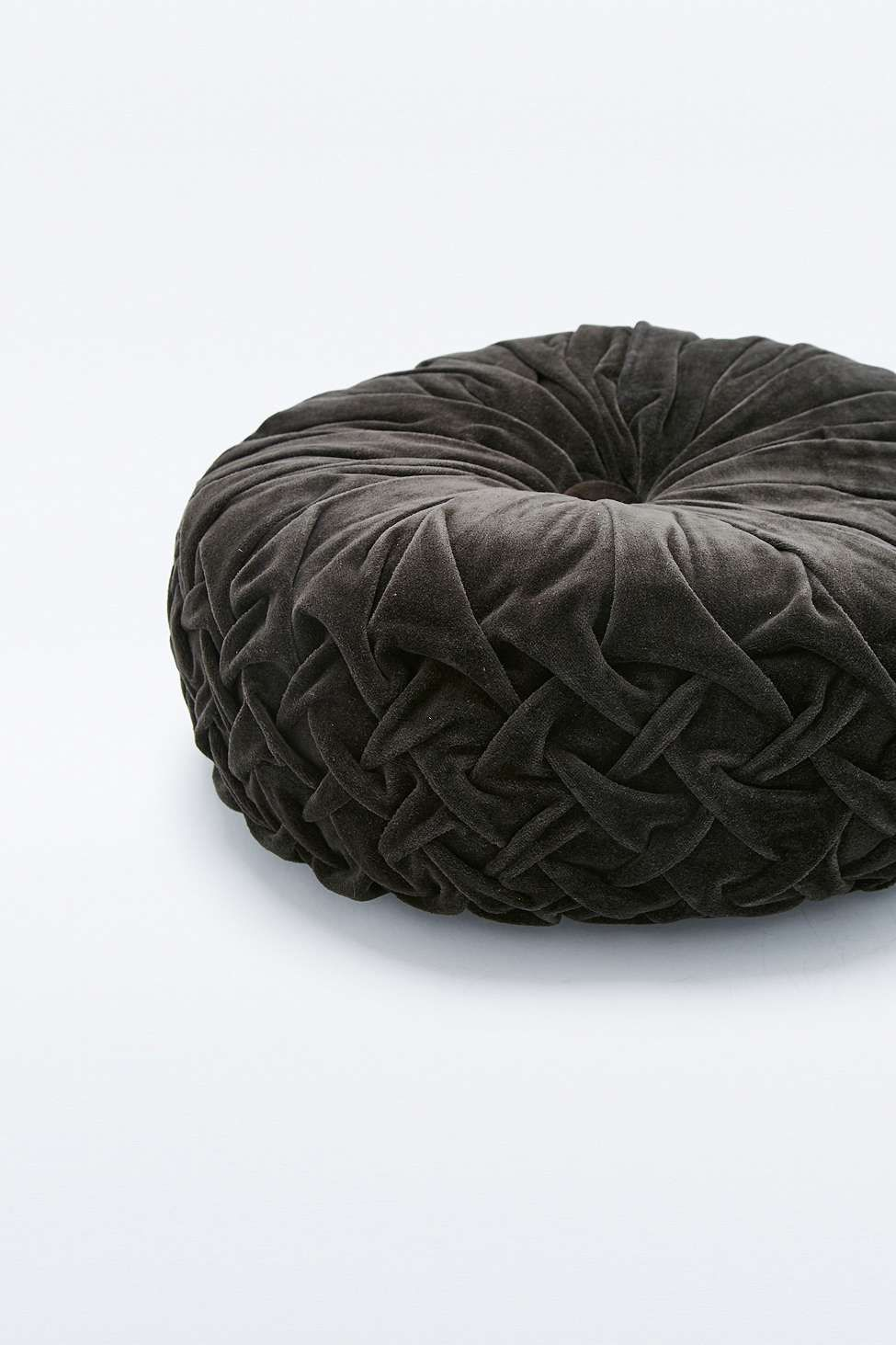 Round Black Pintuck Cushion Coussin rond