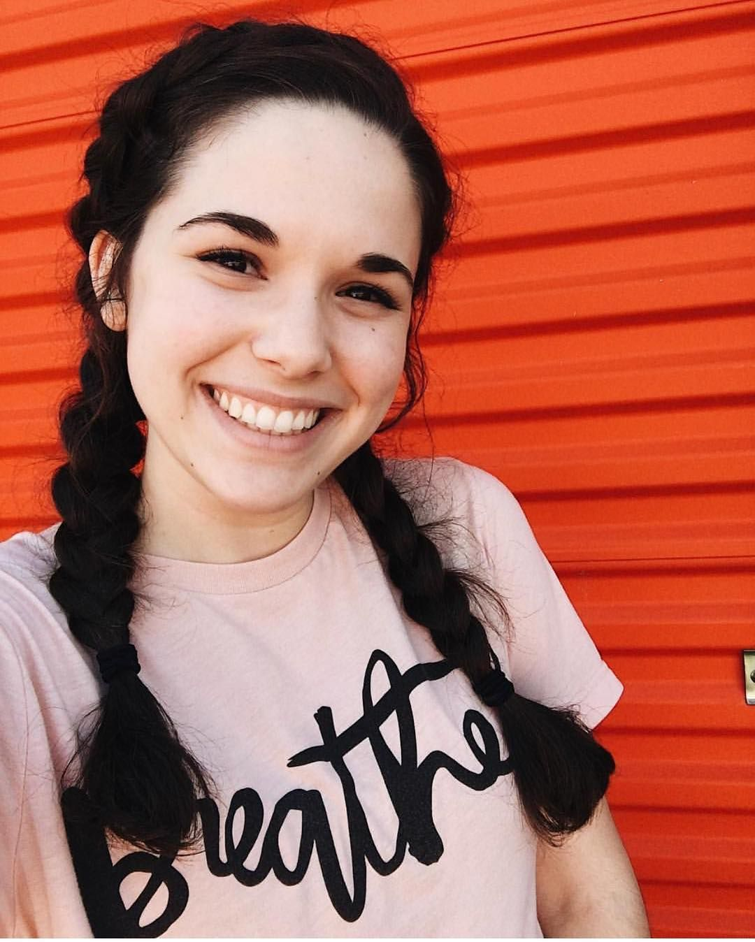 You canut help but fall in love with this peach tshirt itus super