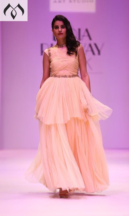#irw #indianrunwayweek #coutureindia #indiancouture #hyderabaddesigner #fashionweek #indianfashionweek Contact Details:040-65550855/9949047889 Watsapp:8142029190/9010906544 Email-id:Mugdha410@gmail.com Instagram:MugdhaArtStudio