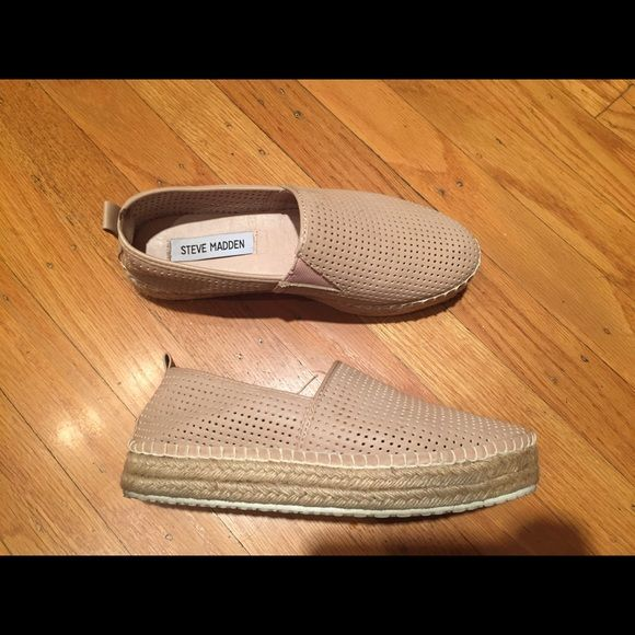 Steve Madden Shoes Women's Steve Madden Choppur Slip-on sneakers in natural color, size US 5. A cool casual in faux leather and finished with a woven platform. Steve Madden Shoes Flats & Loafers