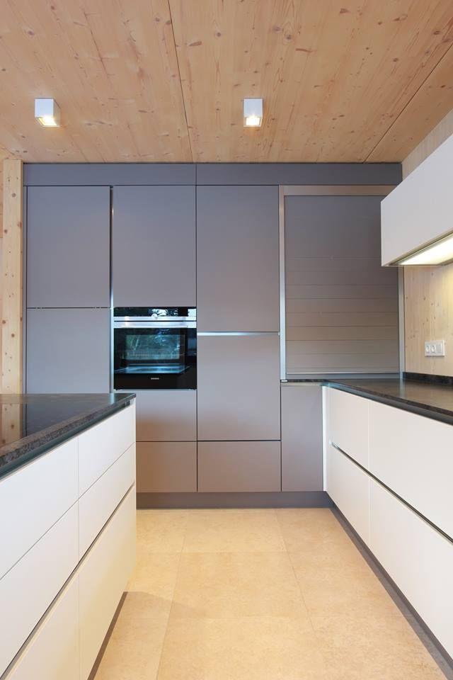Rolloschrank in basaltgrau in der gleichen Farbe wie die Küchenfront - küchen wanduhren design