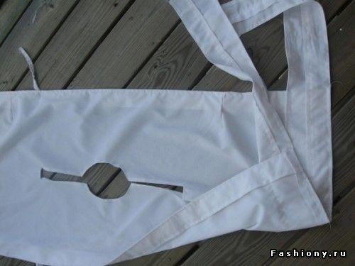 Эта блузка состоит из единого полотна, посередине делается вырез горловины (какой именно-на Ваш вкус), по одному краю пришивается шнурок (сначала Вы будете завязывать его сзади, шнурок будет не виден), по другому- поясок, который будет завязываться спереди.