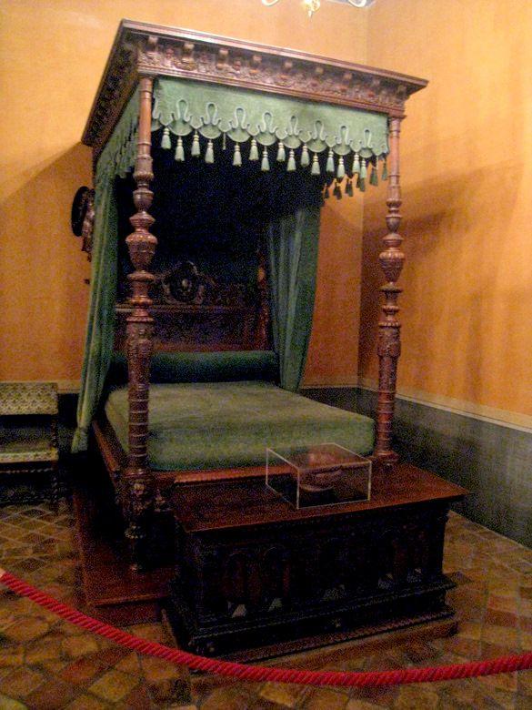 ChateauEcouen 2) La volonté dapparat du propriétaire se