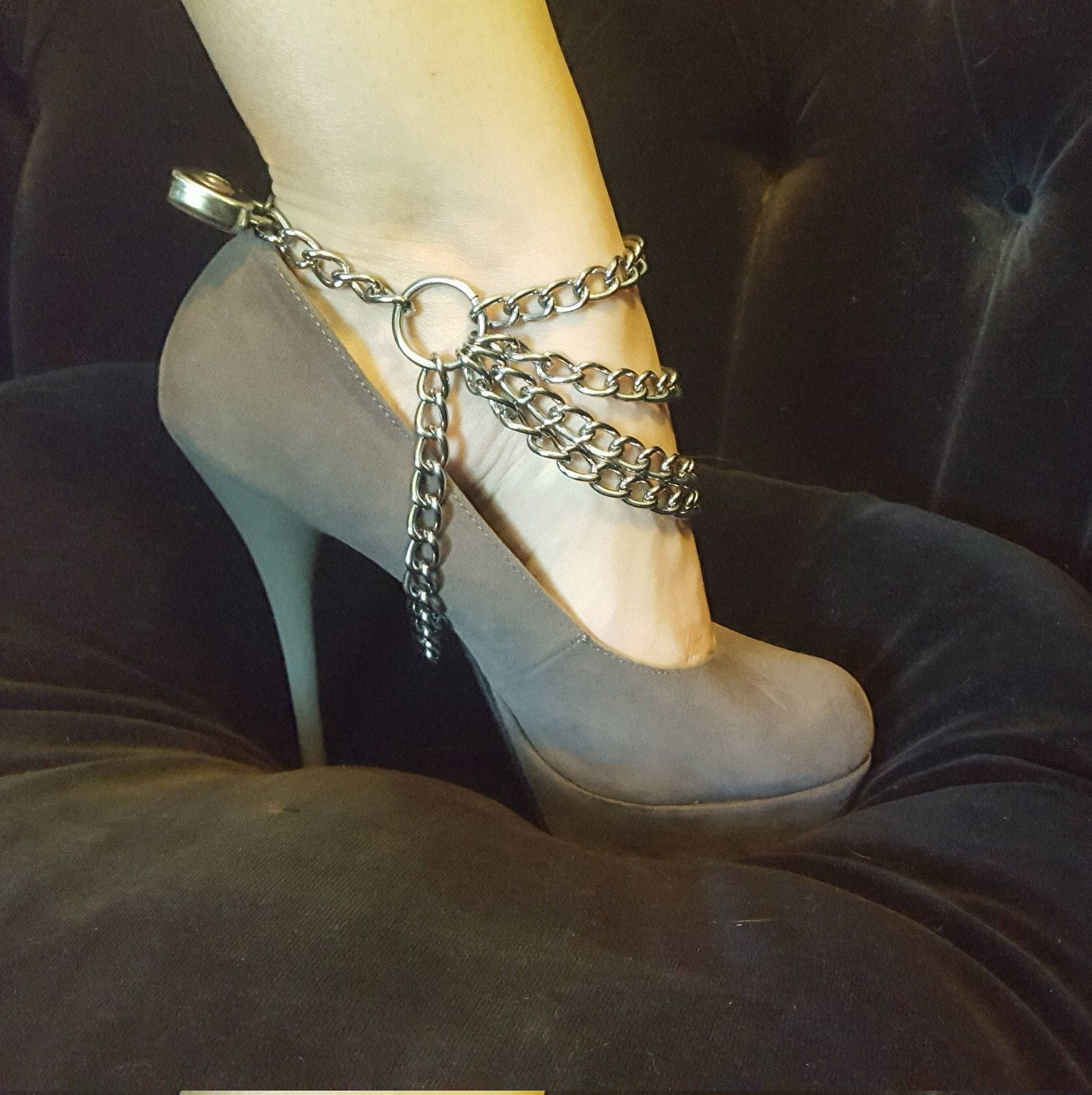 girl-naked-bdsm-shoe-lock-chains-anal-abuse-porn