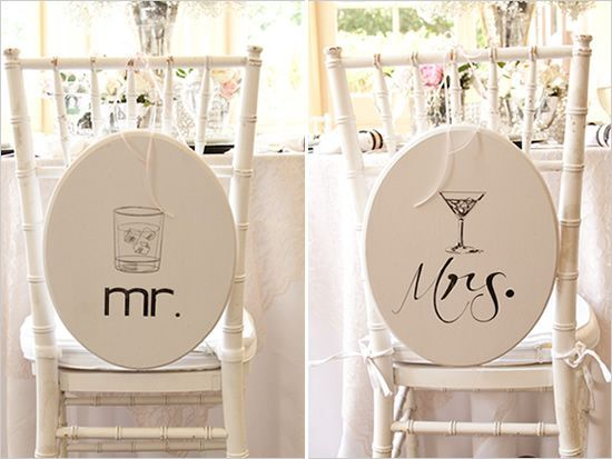Placas para cadeiras de noivos recém-casados no copo de água #casarcomgosto