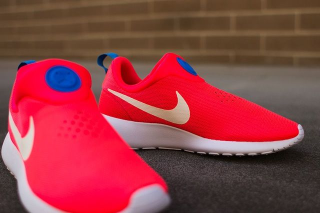 check out cf61b ef598  Nike Roshe Run Slip-On « Laser Crimson »  sneakers