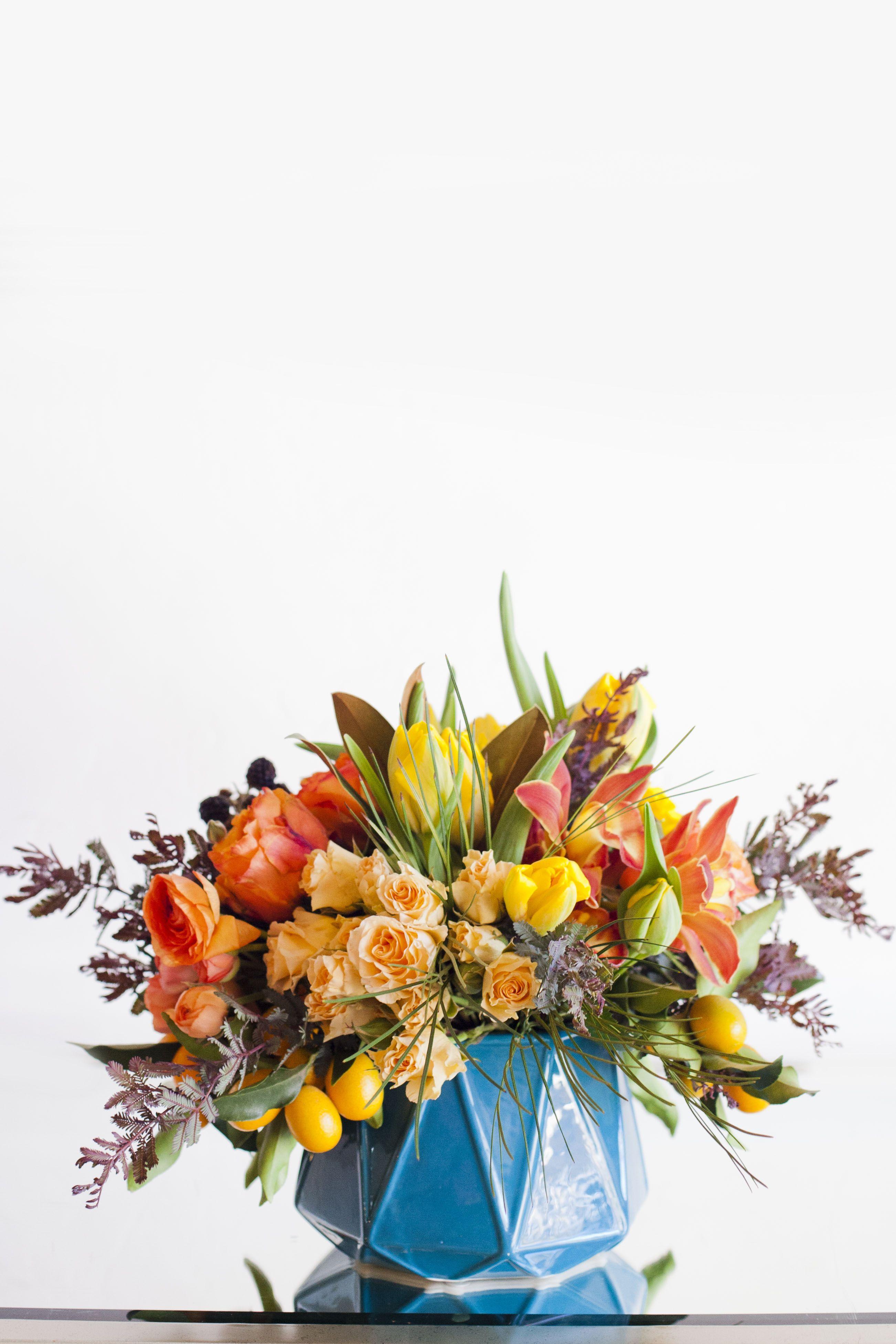 Everyday Arrangement From Isari Flower Studio San Diego Florist Photo By Luna Photo Flower Studio Flower Arrangements San Diego Florist