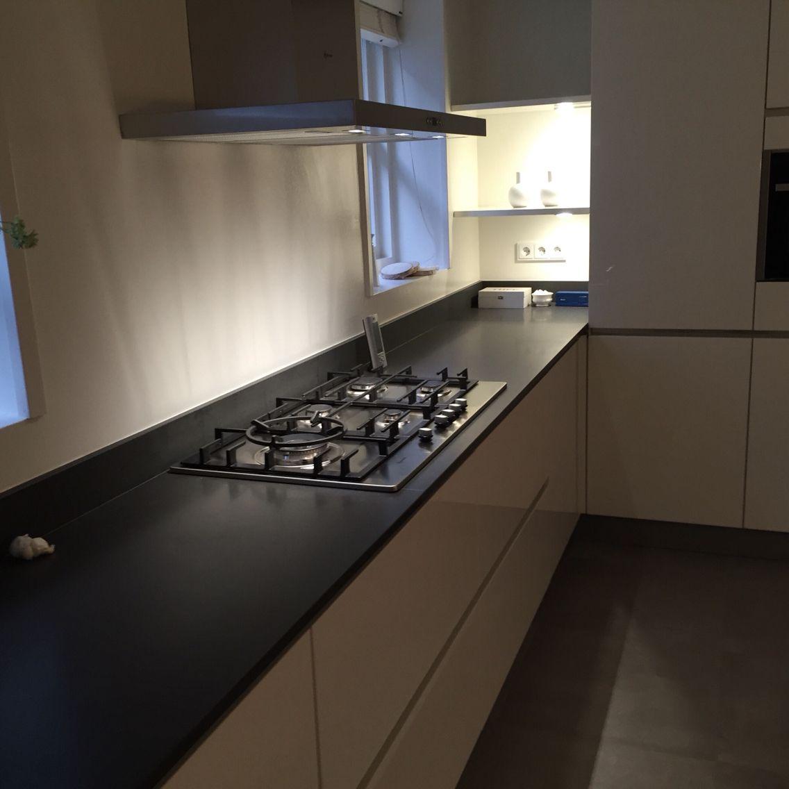 systemat av 4030 gl met ceasarstone 4120 en combi quooker fushion h cker systemat keukens. Black Bedroom Furniture Sets. Home Design Ideas