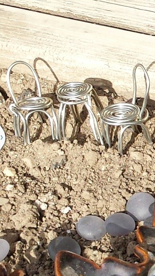Metal table and chairs. Used simple thick metal wire. Quick and ...