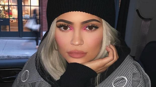 Kylie Jenner Pink makeup look