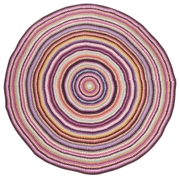 Bello per la cameretta dei bambini questo tappeto crochet (lavorato all'uncinetto).