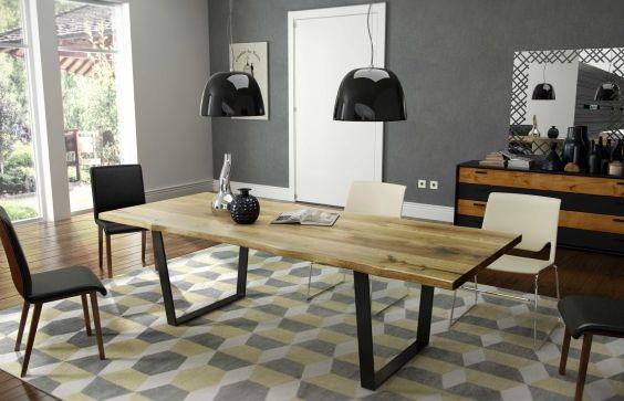#Esstisch Venke aus Massivholz mit Metallkufen & Baumkante | COMNATA Esstisch #wangentisch