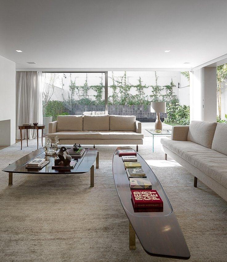 K House by Studio Arthur Casas Studio, House and Interiors - Wohnzimmer In Weis Und Braun