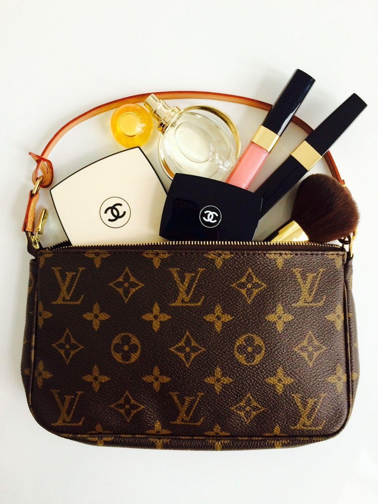 061b8bc65cac ... strap) make up bag or clutch. In my Pochette - ein Klassiker von Louis  Vuitton. Die Pochette Accessoires in Monogram Canvas