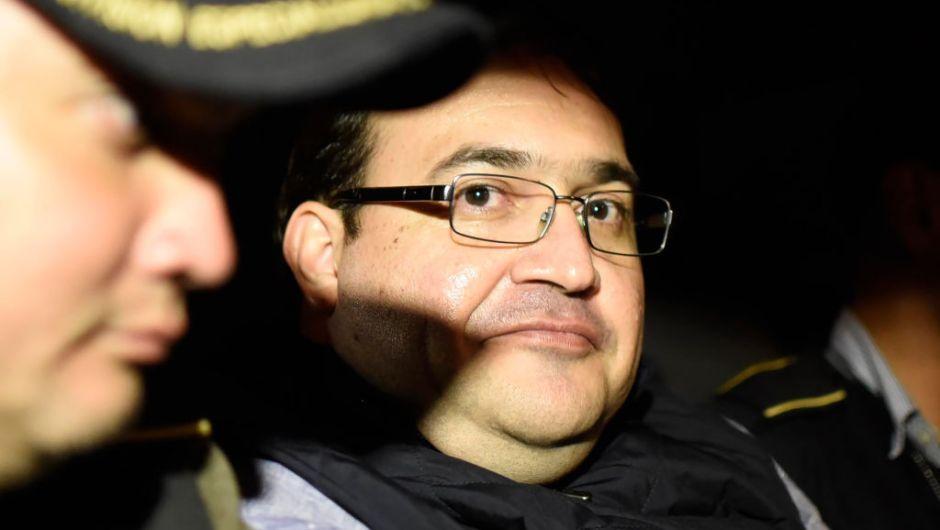 Columnistas sospechan que Javier Duarte se entregó a cambio de privilegios - http://www.esnoticiaveracruz.com/columnistas-sospechan-que-javier-duarte-se-entrego-a-cambio-de-privilegios/