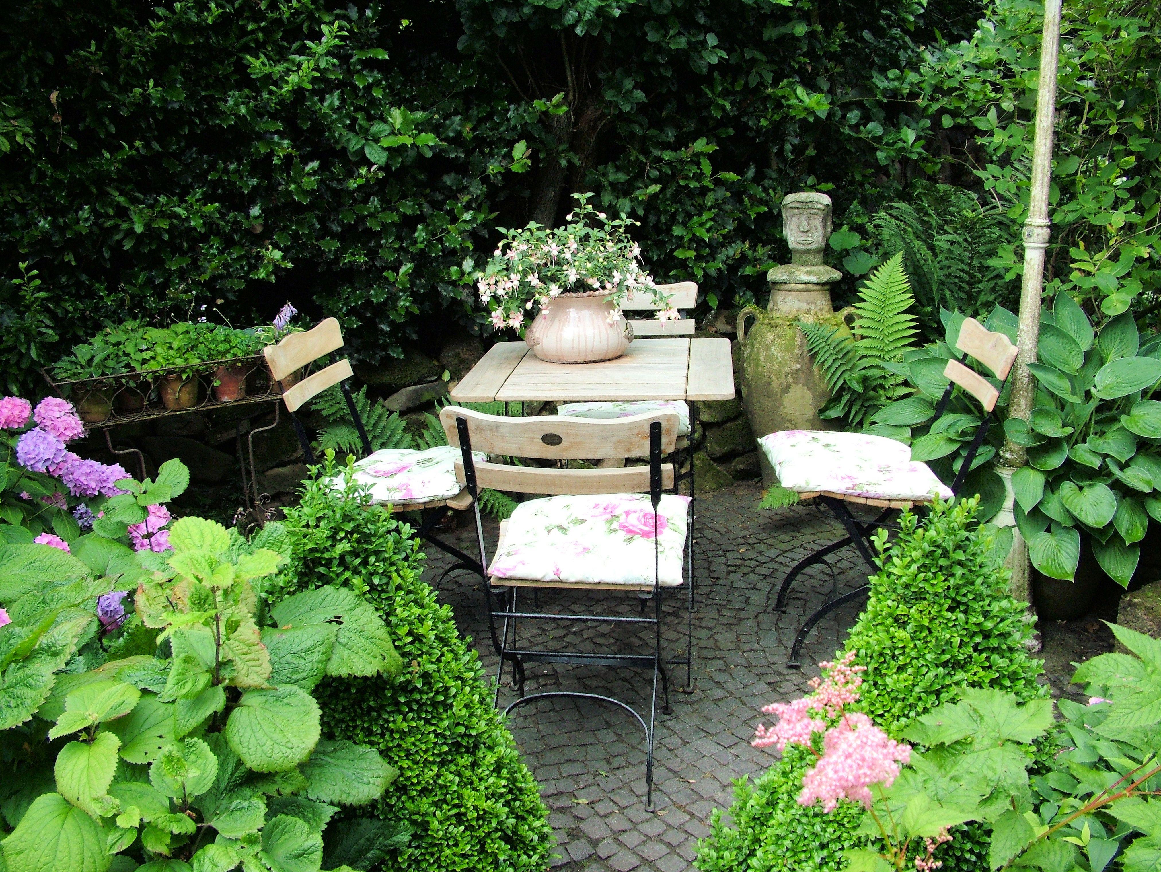 Sitzecke Im Garten Mit Steinmauer Sitzecke Im Garten Garten