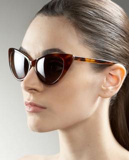 19cca771c3b Love these Cat Eye sunglasses worn by Kourtney Kardashian