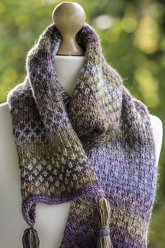 This pattern uses alternating skeins of the same ...