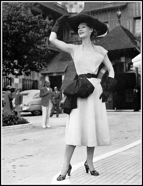 Sophie Malgat in yellow linen dress adorned with black linen bow by Madeleine Vramant, photo by Seeberger, 1951
