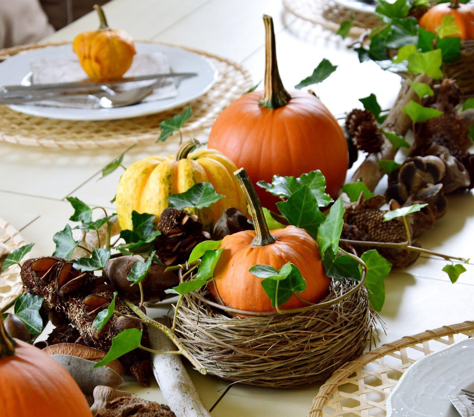 Herbstliche tischdeko mit k rbissen mein blog eclectic hamilton dekoideen diy und wohnen - Herbstlich dekorieren mit naturmaterialien ...