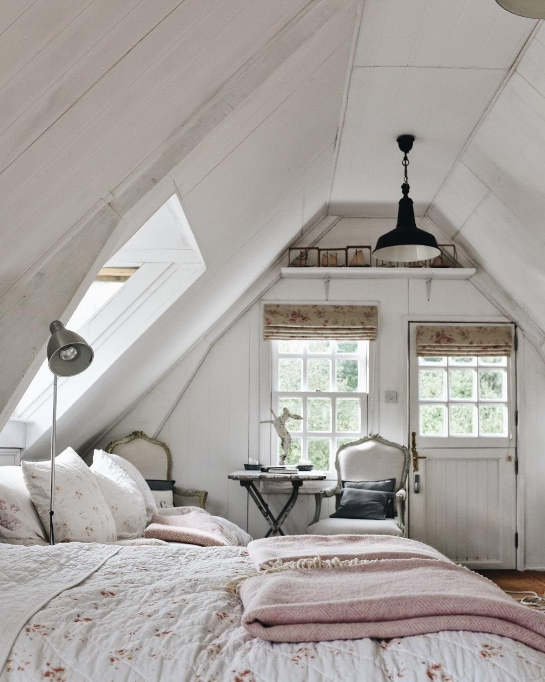 House Decorating Ideas Turning Your Space Into A Plush: 35+ Clever Use Of Attic Room Design And Remodel Ideas
