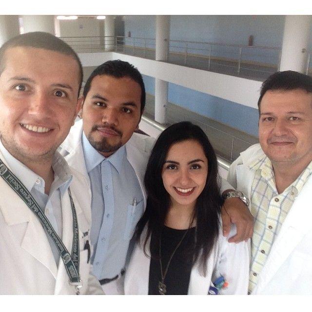 Aprovechando el planchado de pelo de Renata jajaja #selfi #R1 #medicinadeltrabajo #saludeneltrabajo #toxicología