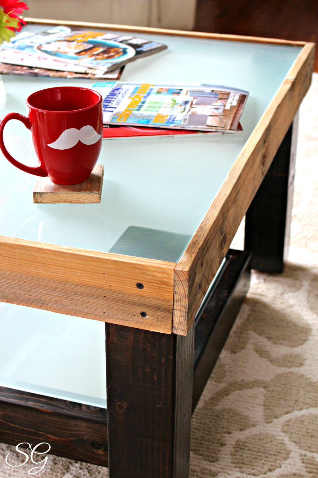 DIY Upcycled Coffee Table made with Pallet Boards and a