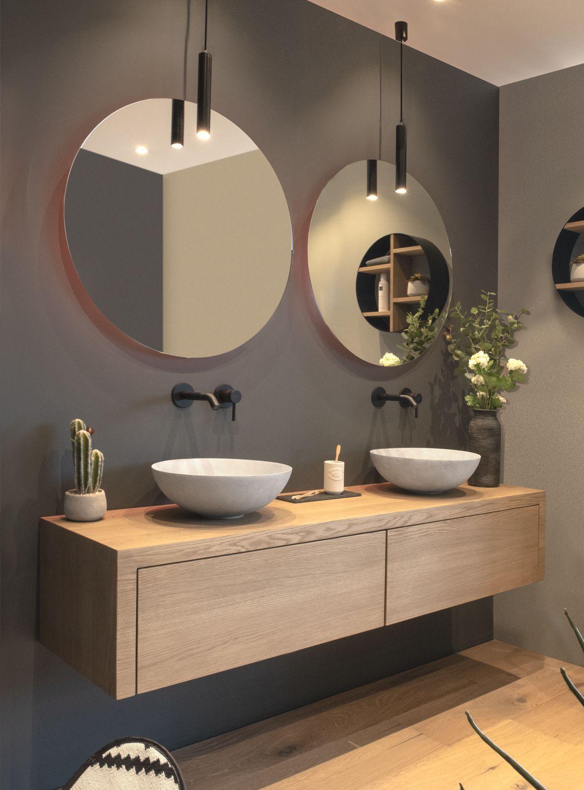 Photo of Ein maßgeschneidertes Badmöbel aus massiver Eiche. In Kombination mit atmosphärischen LoooX-Lampen … – bathroom
