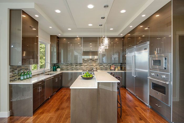 Advantage Solo  builder specializes in luxury spec home construction projects in strategic, core locations.