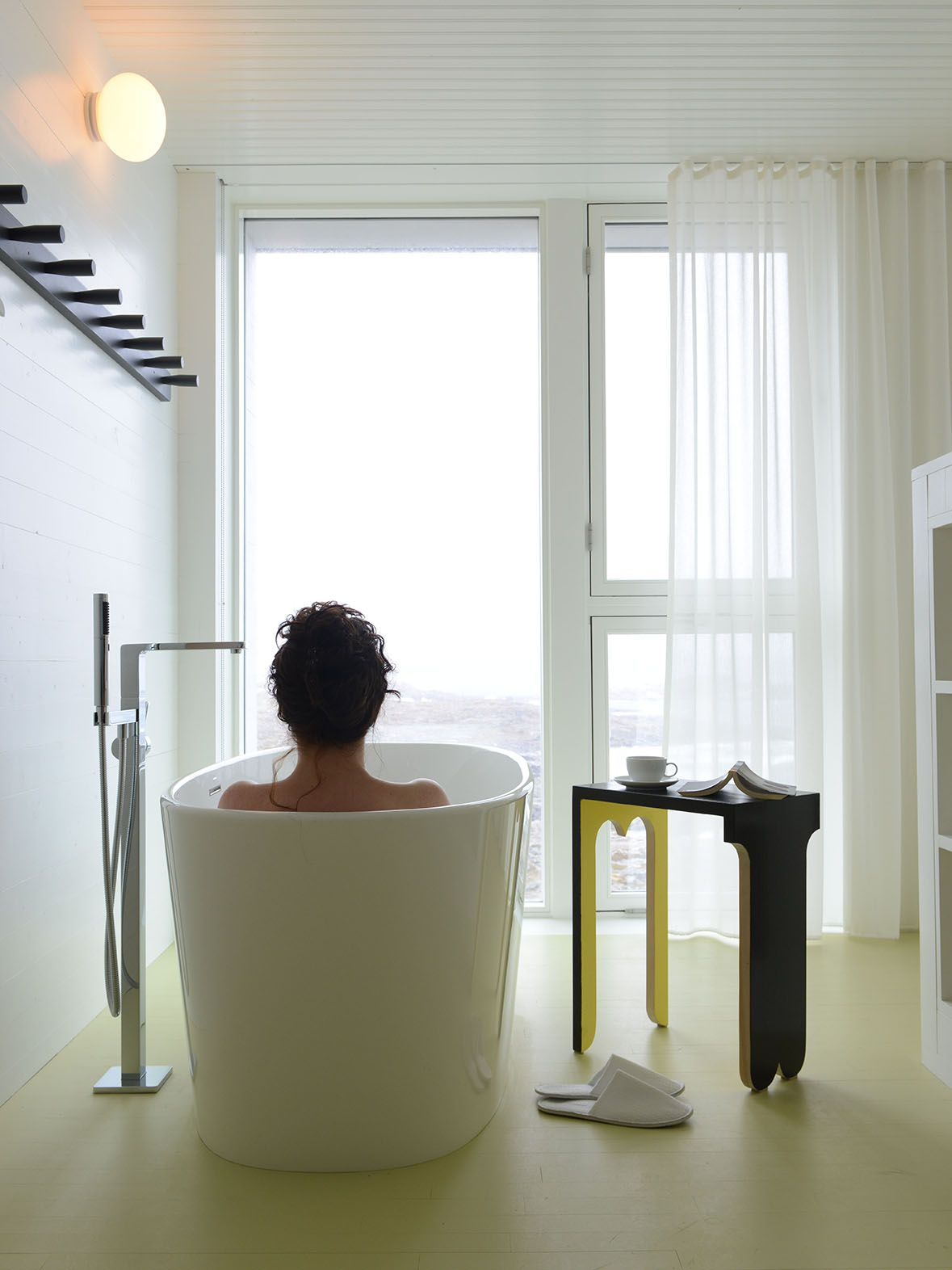 Modern/contemporary Oval Soaking Freestanding Bathtub, 66 X 30 X Inches.