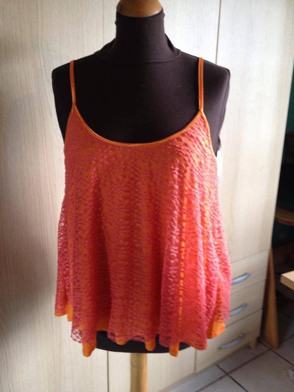Top bretelles a dentelle orange doublé jersey taille 44. : T-Shirt, debardeurs par l-atelier-de-cissou