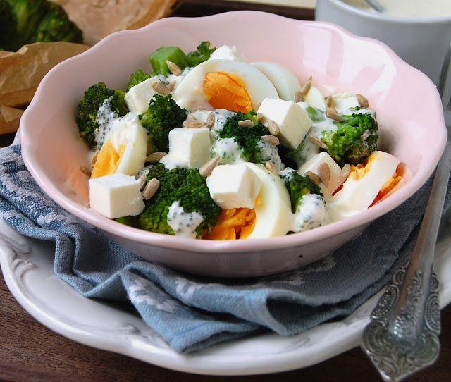 W Zaciszu Domowej Kuchni Salatka Z Brokulem I Jajkiem W Sosie