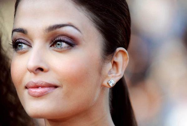 Sexy Fotos der indischen Schauspielerin