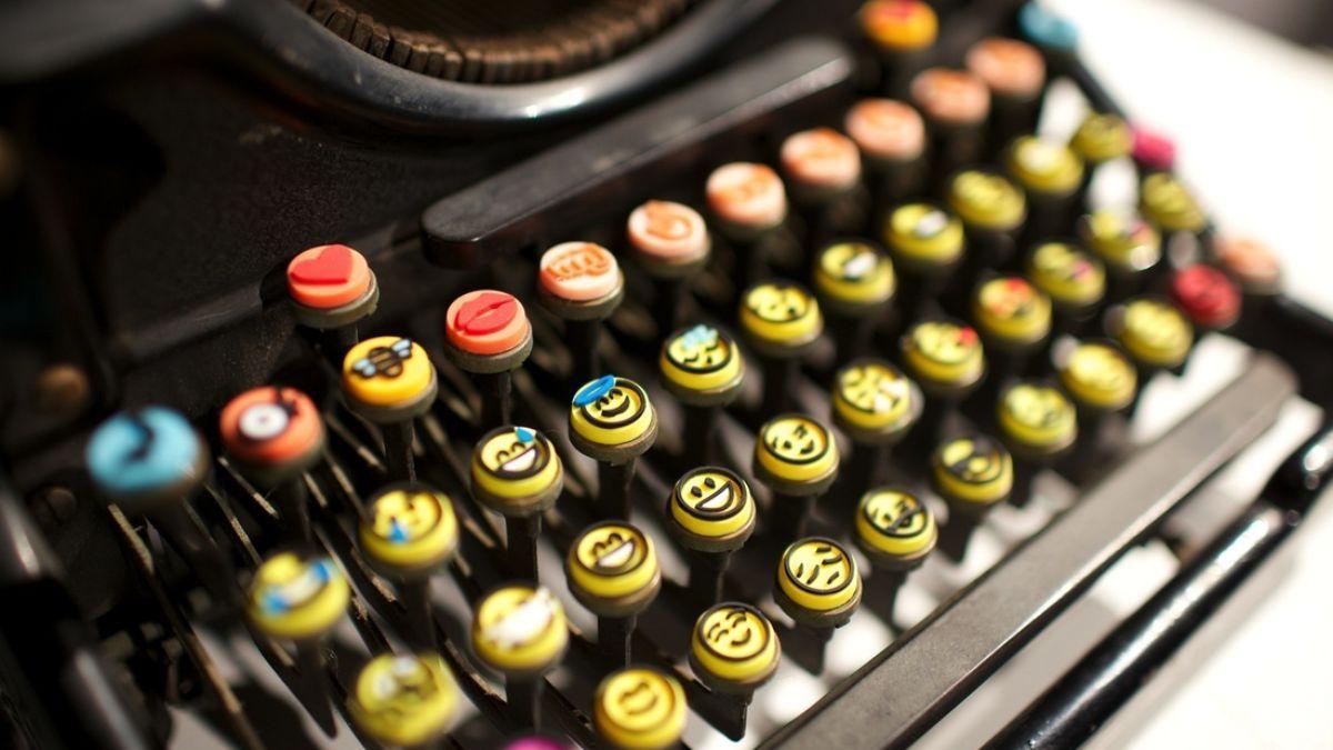 The Heart Emoji Is 2014 S Most Popular Word Heart Emoji Emoji Popular