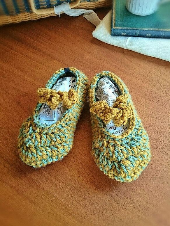お部屋でのひととき・・・足をすっと包み込んで暖かくしてくれるニットルームシューズです。・・・◆ point ◆・・・「やわらか」 --かぎ針編みで丁寧に編みま...|ハンドメイド、手作り、手仕事品の通販・販売・購入ならCreema。