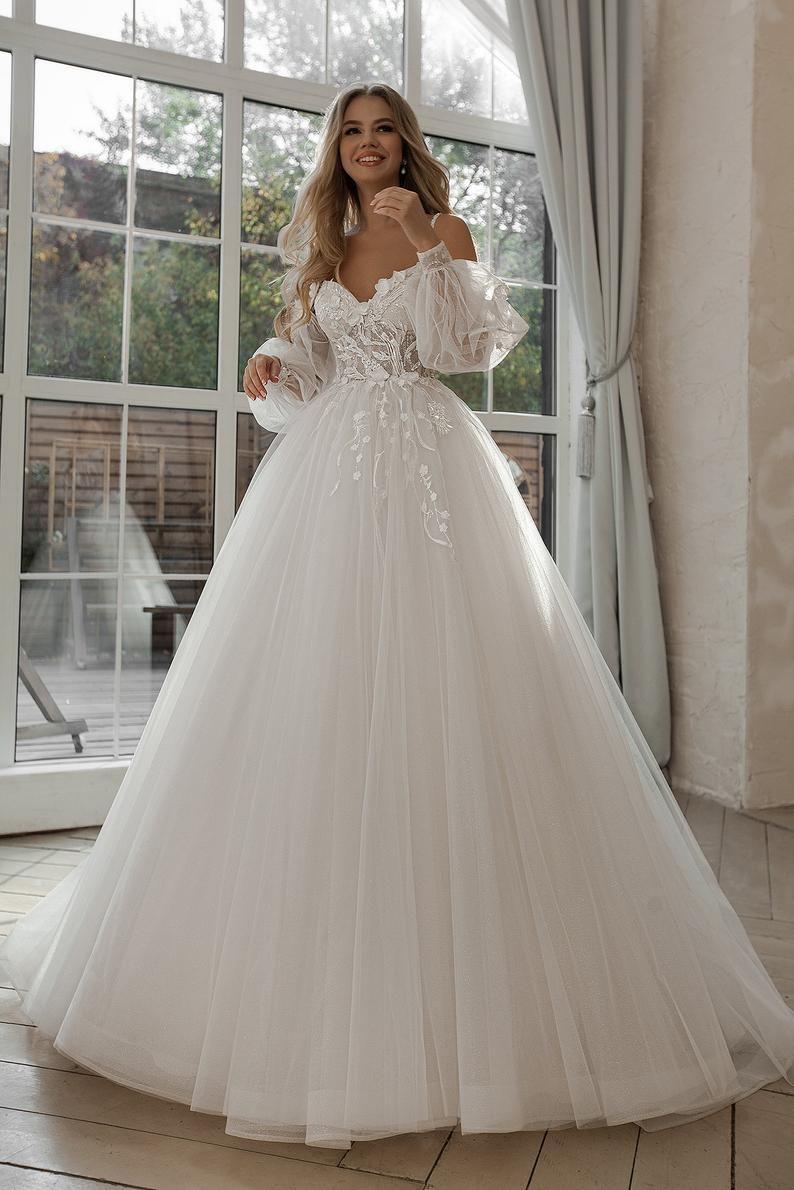 Wedding dress with weightless sleeves. Boho style wedding dress ...