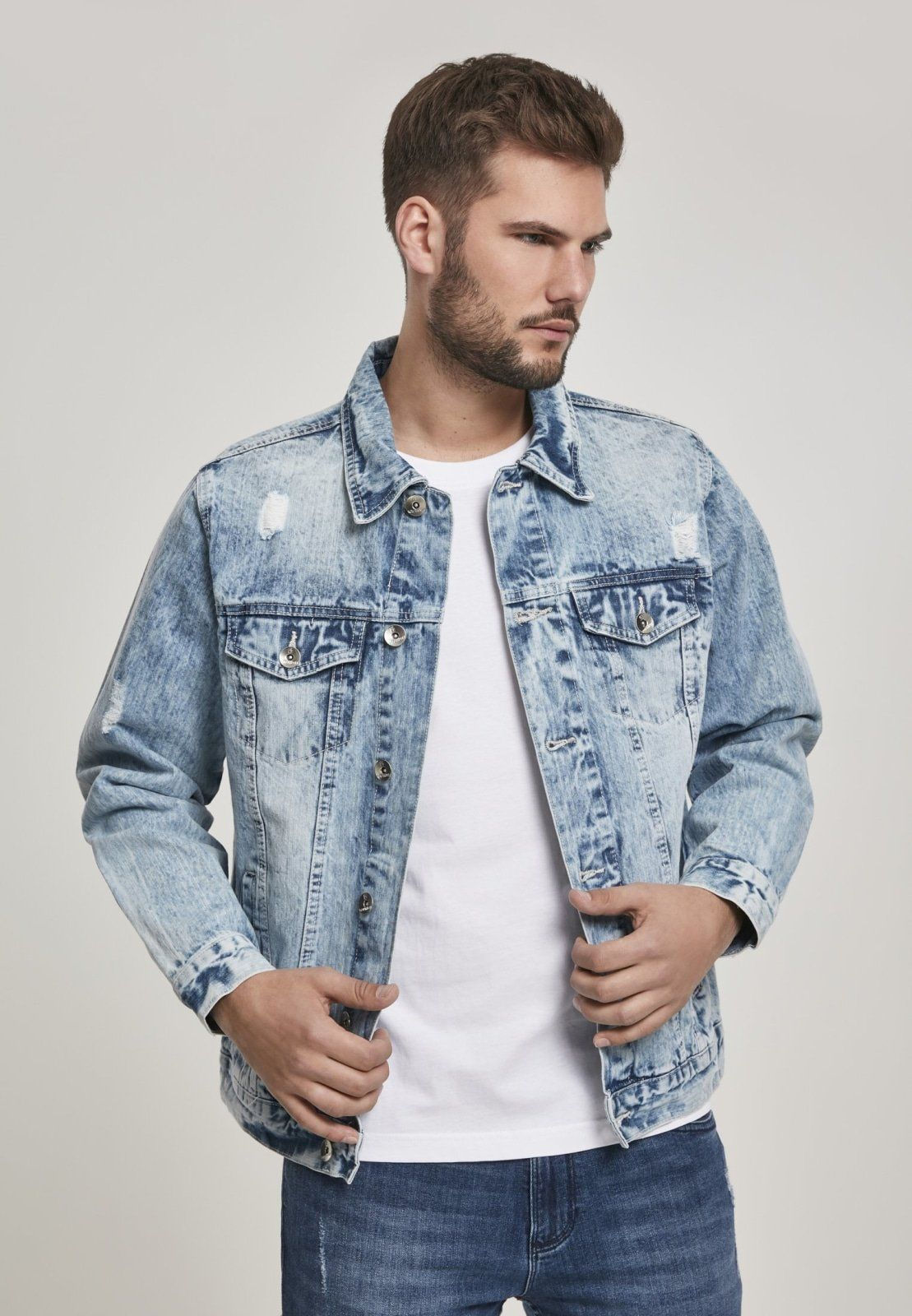 """This elaborate denim jacket convinces with many well thought-out details, creates a consistent look and convinces with love for form and function equally. It is the perfect companion for balmy summer evenings or rambles through your area. In addition to tried and tested features such as the turned-down collar, button placket and buttoned breast pockets, the jacket features elaborately set seams, extensive washes and cleverly placed """"destroyed accents"""". A piece for men who know what they want.100"""